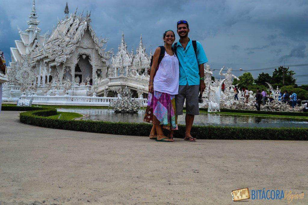 nosotros en el templo blanco de chiang rai