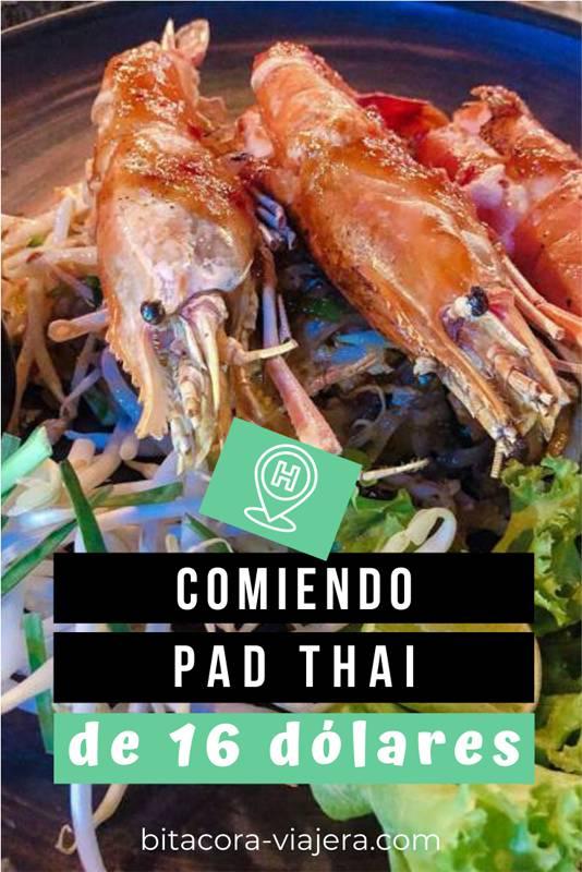 comiendo un pad thai de 16 dólares